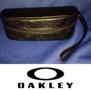 NWOT Oakley Zippered Soft Case Sunglass Wristlet😎